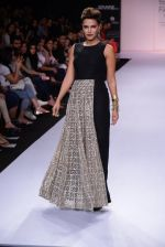 Neha Dhupia walk for Payal Singhal Show at LFW 2014 Day 2 in Grand Hyatt, Mumbai on 13th March 2014 (27)_532267f319042.JPG