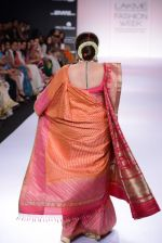 Kirron Kher walk for Gaurang Show at LFW 2014 Day 3 in Grand Hyatt, Mumbai on 14th March 2014 (18)_53242ef05881f.JPG