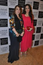 Farah Ali Khan, Zarine Khan on Day 4 at LFW 2014 in Grand Hyatt, Mumbai on 15th March 2014 (294)_53265c38111bd.JPG