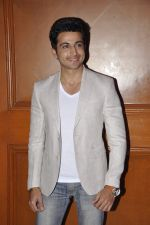 Dheeraj Dhoopar at Saath Nibhana Sathiya 100 episodes bash in J W Marriott, Mumbai on 20th March 2014 (13)_532c291b9107f.JPG