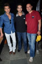 Pulkit Samrat, Atul Agnihotri at the launch of chef Vicky Ratnani_s book in Nido, Mumbai on 20th March 2014 (83)_532c2ba9b4d34.JPG