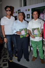 Salim Merchant, Ashok Hinduja at the launch of chef Vicky Ratnani_s book in Nido, Mumbai on 20th March 2014 (51)_532c2a54549e2.JPG