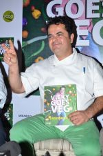 Vivky Ratnani at the launch of chef Vicky Ratnani_s book in Nido, Mumbai on 20th March 2014 (55)_532c2c02e796f.JPG
