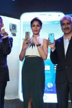 Freida Pinto at Samsung s5 launch in Delhi on 27th March 2014 (72)_533570a359236.JPG