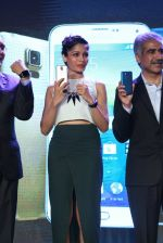 Freida Pinto at Samsung s5 launch in Delhi on 27th March 2014 (78)_5335691c6d293.JPG