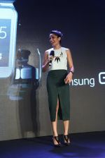 Freida Pinto at Samsung s5 launch in Delhi on 27th March 2014 (92)_53356938bed39.JPG