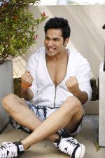 Varun Dhawan and Nargis Fakhri in Main Tera Hero (3)_533febb301e24.jpg