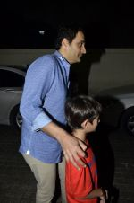 Akshay Kumar snapped with son Aarav and Vikas Oberoi as they watch Captain America in PVR, Mumbai on 6th April 2014 (12)_534299482cfdb.JPG