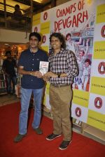 Nagesh Kukunoor at Champs of Devgarh book launch in Crossword Book Store, Mumbai on 5th April 2014 (19)_5342aa7a026eb.JPG