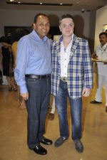 Gautam Singhania at Nawaz Modi Singhania_s art exhibition in Warden Road, Mumbai on 5th April 2014 (41)_53435a9abd407.JPG