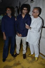 Rakesh Mehra, Gulzar at Siddharth Mahadevan_s bash in Olive, Mumbai on 16th April 2014 (19)_534f5801b273a.JPG