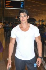 Sahil Khan leave for IIFA Tampa on day 1 in Mumbai on 21st April 2014 (103)_53560f4b23486.JPG