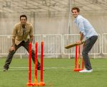 Samir Kochhar with Andrew Garfield playing cricket for the special episode of  Sony MAX Extraaa Innings 1_5355f676dbd0f.jpg