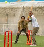 Samir Kochhar with Jamie Foxx playing cricket for the special episode of  Sony MAX Extraaa Innings_5355f6d2bbd9c.jpg
