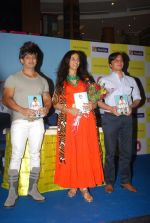 Shobhaa De and Vishwaveer Singh at Yash Birla_s On A Prayer Book Launch in Crossword, Inorbit Mall, Mumbai on 22nd April 2014 (24)_5357414b680e2.JPG