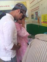 Tanuj Virwani and mother Rati Agnihotri step out to vote on 24th April 2014 (1)_535a39df1ffa1.jpg