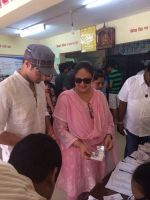 Tanuj Virwani and mother Rati Agnihotri step out to vote on 24th April 2014 (2)_535a399f5a297.jpg