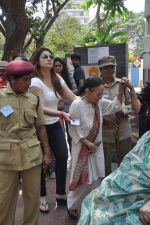 Urvashi Dholakia voting at Jamnabai School in Mumbai on 24th April 2014 (39)_5359d14fe8e24.JPG