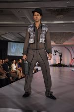 Aryan Vaid at SNDT_s Chrysallis Fashion Show in Mumbai on 25th April 2014 (95)_535b4b0f08ecf.JPG