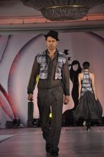 Aryan Vaid at SNDT_s Chrysallis Fashion Show in Mumbai on 25th April 2014 (96)_535b4b1456b05.JPG