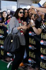 Sameera Reddy arrives at Tampa International Airpot on 25th April 2014 for IIFA (2)_535c06b7a579c.jpg