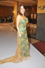Amrita Raichand at the launch of Signature Collection of Earth 21 in Kurla Phoenix on 26th April 2014 (105)_535ca5aebc15c.JPG