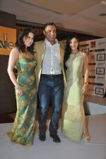 Shoaib Akhtar, Amrita Raichand, Amy Billimoria at the launch of Signature Collection of Earth 21 in Kurla Phoenix on 26th April 2014 (91)_535ca5c1534c4.JPG