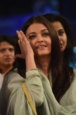 Aishwarya Rai Bachchan pays tribute to Sri Sathya Sai Baba in Mumbai on 27th April 2014 (137)_535e093db8dbe.JPG