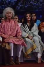 Aishwarya Rai Bachchan, Shivkumar Sharma pays tribute to Sri Sathya Sai Baba in Mumbai on 27th April 2014 (159)_535e085571f15.JPG