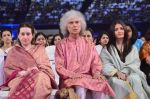 Aishwarya Rai Bachchan, Shivkumar Sharma pays tribute to Sri Sathya Sai Baba in Mumbai on 27th April 2014 (170)_535e0866baa29.JPG