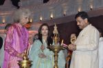 Aishwarya Rai Bachchan, Shivkumar Sharma pays tribute to Sri Sathya Sai Baba in Mumbai on 27th April 2014 (164)_535e085e4cc00.JPG