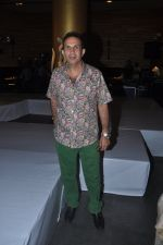 Parvez Damania at the launch of Signature Collection of Earth 21 in Kurla Phoenix on 26th April 2014 (19)_535df3481e0a0.JPG