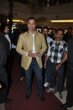 Shoaib Akhtar at the launch of Signature Collection of Earth 21 in Kurla Phoenix on 26th April 2014 (15)_535df27ca3208.JPG