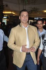 Shoaib Akhtar at the launch of Signature Collection of Earth 21 in Kurla Phoenix on 26th April 2014 (18)_535df2859afab.JPG