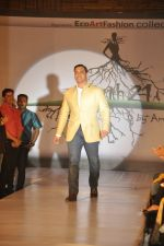 Shoaib Akhtar at the launch of Signature Collection of Earth 21 in Kurla Phoenix on 26th April 2014 (90)_535df28e4f453.JPG