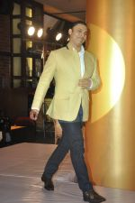 Shoaib Akhtar at the launch of Signature Collection of Earth 21 in Kurla Phoenix on 26th April 2014 (92)_535df293db5fe.JPG