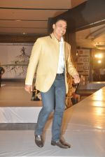 Shoaib Akhtar at the launch of Signature Collection of Earth 21 in Kurla Phoenix on 26th April 2014 (93)_535df296aa3a8.JPG
