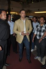 Shoaib Akhtar at the launch of Signature Collection of Earth 21 in Kurla Phoenix on 26th April 2014 (17)_535df282bdb7d.JPG