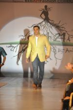 Shoaib Akhtar at the launch of Signature Collection of Earth 21 in Kurla Phoenix on 26th April 2014 (89)_535df28b9b490.JPG