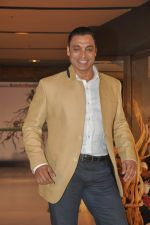 Shoaib Akhtar at the launch of Signature Collection of Earth 21 in Kurla Phoenix on 26th April 2014 (94)_535df2994d67e.JPG