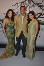 Shoaib Akhtar, Amrita Raichand, Amy Billimoria at the launch of Signature Collection of Earth 21 in Kurla Phoenix on 26th April 2014 (90)_535df2b6bccfd.JPG