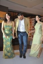 Shoaib Akhtar, Amrita Raichand, Amy Billimoria at the launch of Signature Collection of Earth 21 in Kurla Phoenix on 26th April 2014 (86)_535df2b389a3b.JPG