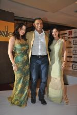 Shoaib Akhtar, Amrita Raichand, Amy Billimoria at the launch of Signature Collection of Earth 21 in Kurla Phoenix on 26th April 2014 (92)_535df2ba089df.JPG