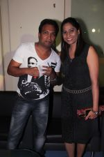 Sunil Pal, with wife at Kishori Shahane b_day party in Country Club, Andheri, Mumbai on 26th April 2014_535dfbdf5992a.JPG