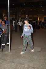 Kainaat Arora return from IIFA in Mumbai Airport on 29th April 2014 (62)_5360d70f8f6e8.JPG