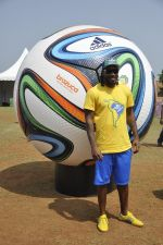 chris gayle at addidas fifa event in Priyadarshini Park, Mumbai on 8th May 2014 (14)_536c5d1c53cff.JPG