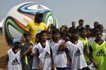 chris gayle at addidas fifa event in Priyadarshini Park, Mumbai on 8th May 2014 (20)_536c5d6d3b42d.JPG