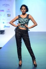 Model walks for Tassel 2014 in Mumbai on 9th May 2014 (141)_536dbc14dec64.JPG