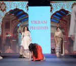 Poonam Dhillon walks for Vikram Phadnis at Pidilite CPAA Show in NSCI, Mumbai on 11th May 2014  (38)_5370b3271ee22.JPG
