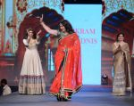 Poonam Dhillon walks for Vikram Phadnis at Pidilite CPAA Show in NSCI, Mumbai on 11th May 2014  (41)_5370b35a8c9e4.JPG